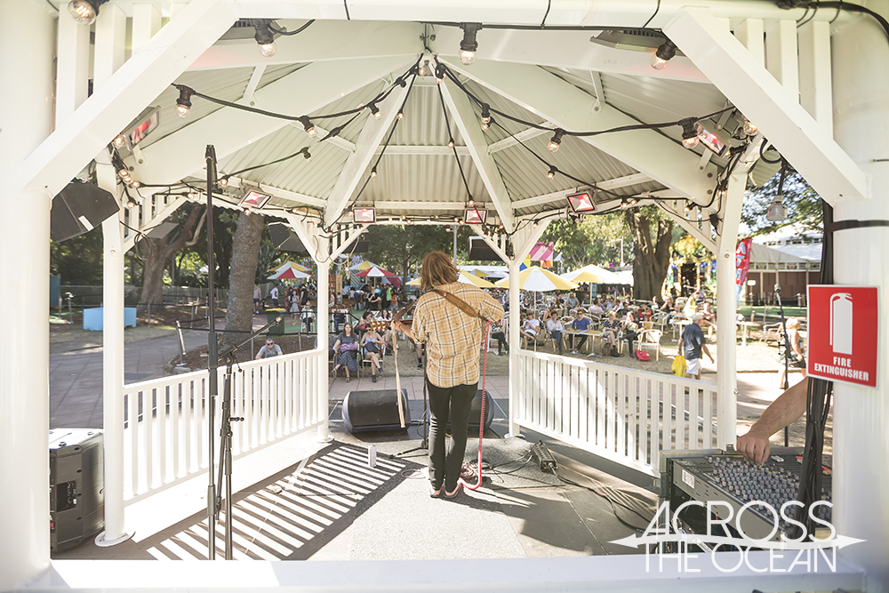 peter_bibby_and_his_bottles_of_confidence_sydney_festival_village_bandstand_04