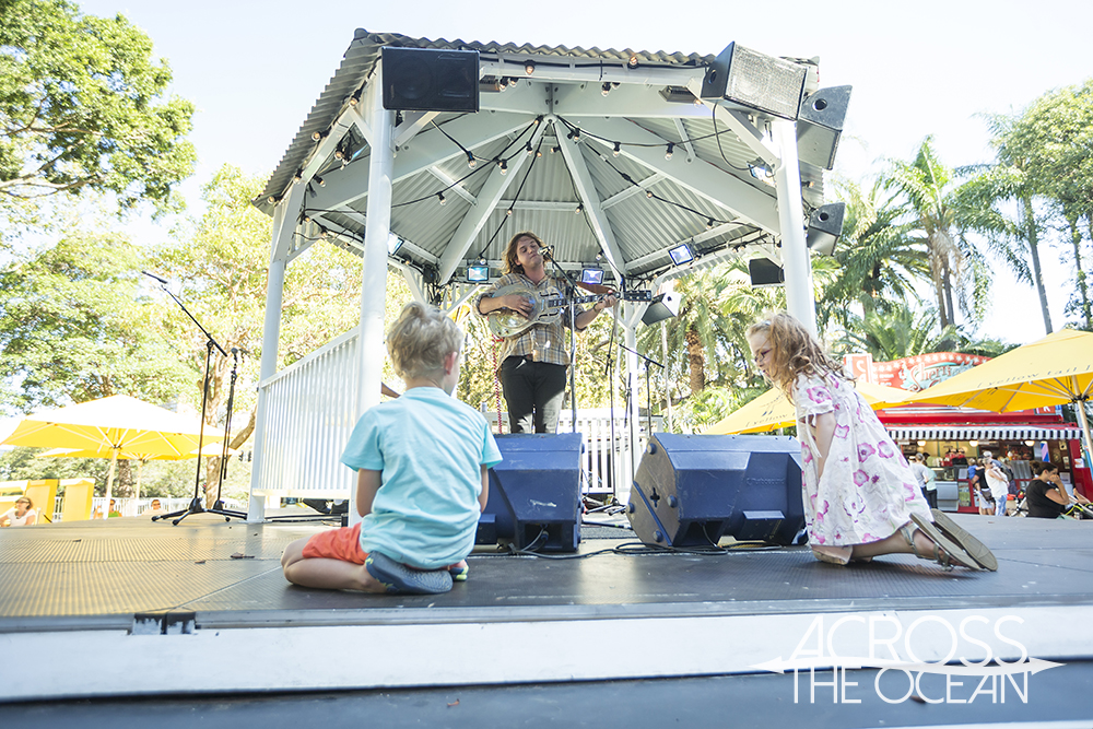 peter_bibby_and_his_bottles_of_confidence_sydney_festival_village_bandstand_17
